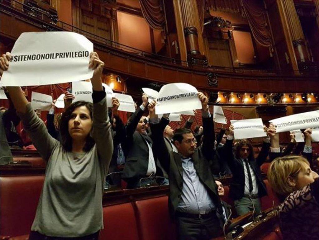 LA LEGGE SUL TAGLIO DEI VITALIZI POTREBBE ESSERE INCOSTITUZIONALE
