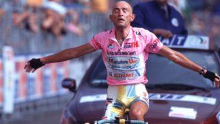 Marco Pantani vince in maglia rosa a Piancavallo