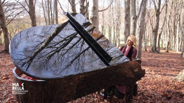 PIANO TRAVEL ITALY, CINZIA PENNESI SUONA NELLA FAGGETA DI CANFAITO