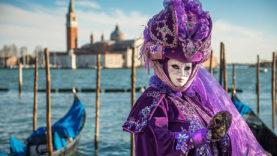 Carnevale-Venezia-maschera-tradizionale-viola-san-giorgio