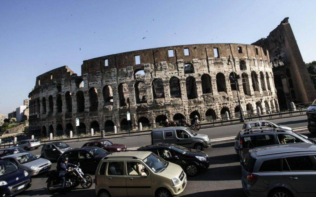 ROMA, BLOCCO DEL TRAFFICO. FERMI I VEICOLI PIÙ INQUINANTI. TUTTE LE INFORMAZIONI