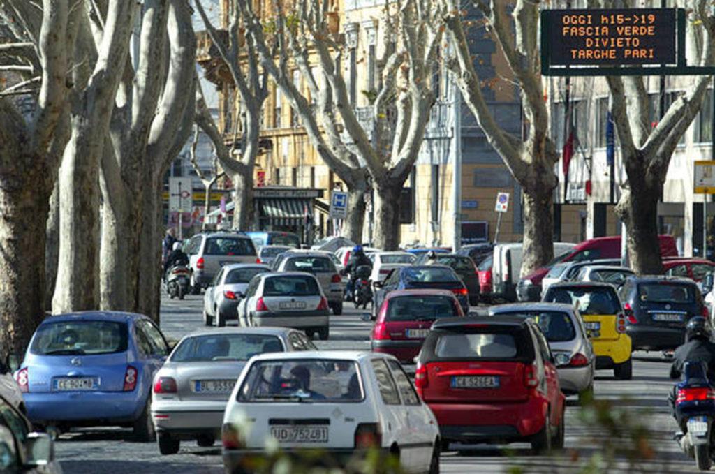 SMOG, BLOCCO AUTO A ROMA. TORINO, MILANO, NAPOLI LE CITTÀ PIÙ INQUINATE