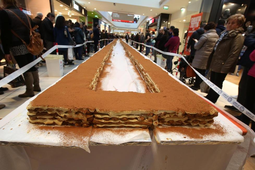 Gorizia, preparato il tiramisù più lungo del mondo: 266 metri