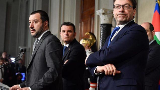Il segretario della Lega, Matteo Salvini, con i capigruppo Gian Marco Centinaio (C) e Giancarlo Giorgetti (D), al termine dell'incontro con il presidente della Repubblica, Sergio Mattarella, al Quirina