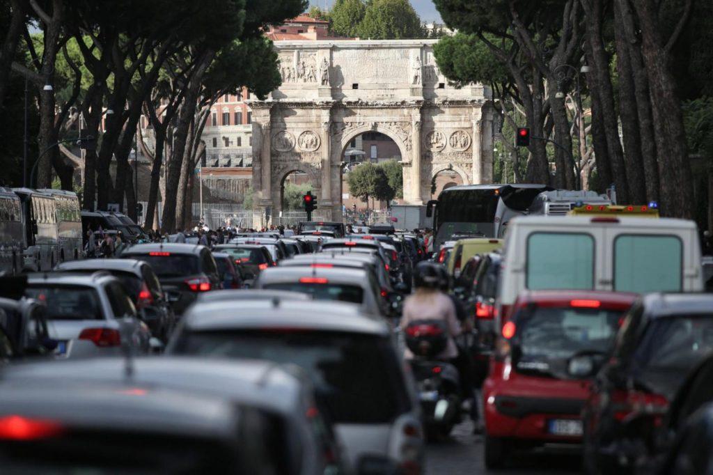 MOBILITÀ SOSTENIBILE, ROMA ULTIMA IN EUROPA SECONDO GREENPEACE