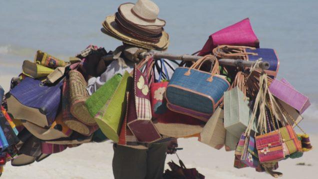 1529833423-beach-seller-1311403-960-720