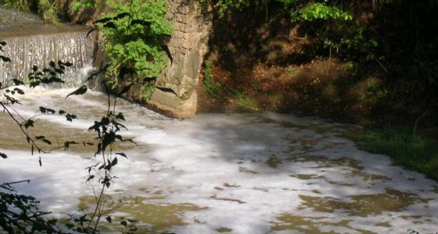 fiume-sacco-schiuma