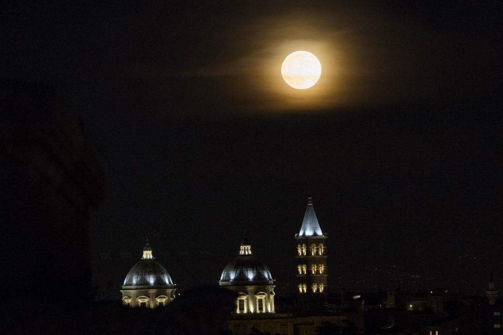 Superluna, ecco i punti migliori in cui osservarla a Roma