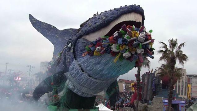 plastica balena viareggio