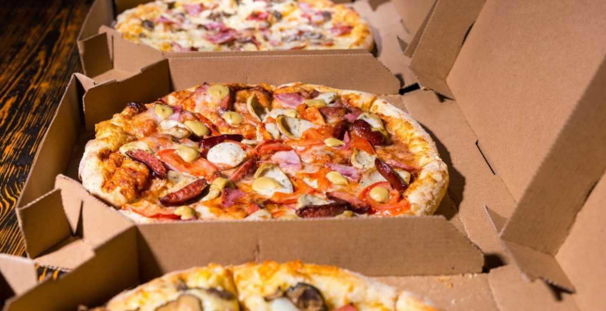 """Cartoni per la pizza, trovato bisfenolo A. Quali i pericoli? Il test della rivista """"Il Salvagente"""""""