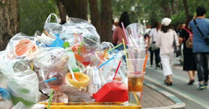 Stop plastica usa e getta, il Consiglio Ue approva i divieti in ...