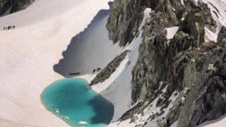 lago scoperto sulle alpi 1