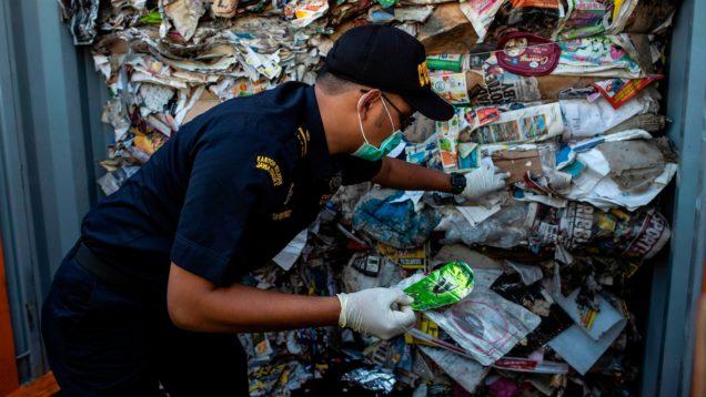 rifiuti contaminati indonesia 1