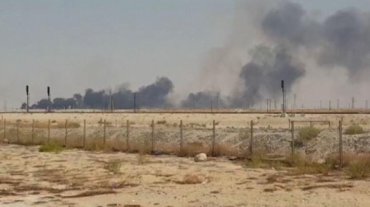 Arabia Saudita, raffineria in fiamme. È allarme: potrebbero essere state emesse 3mln di tonnellate di Co2