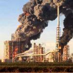 """Esplosione raffineria Eni a Sannazzaro. Il sindaco: """"Per stavolta è andata bene"""""""