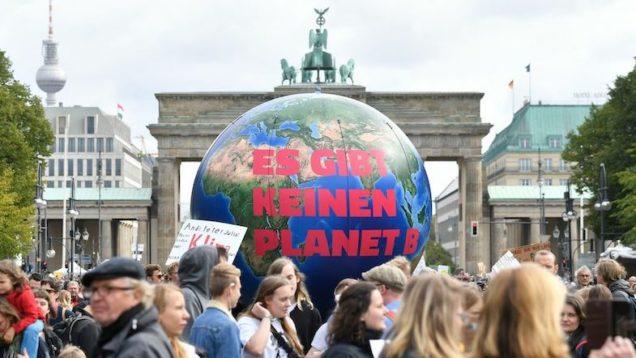 """Cambiamenti climatici, partito oggi lo """"sciopero globale per il clima""""Cambiamenti climatici, partito oggi lo """"sciopero globale per il clima"""""""