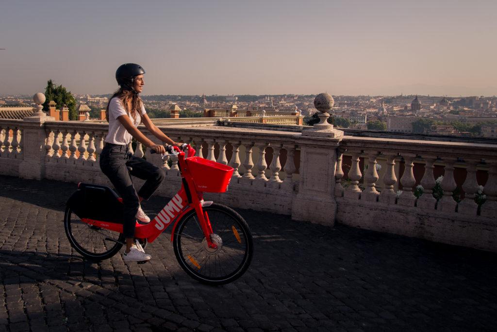 Uber lancia il servizio bike sharing Jump a Roma, prima città in Italia. Ecco come funziona