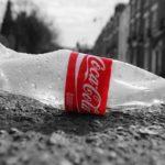 Plastica, per Coca Cola è meglio riciclare le bottiglie che passare all'alluminio