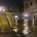 Venezia, cresce senza freno l'acqua alta: la più alta marea mai registrata