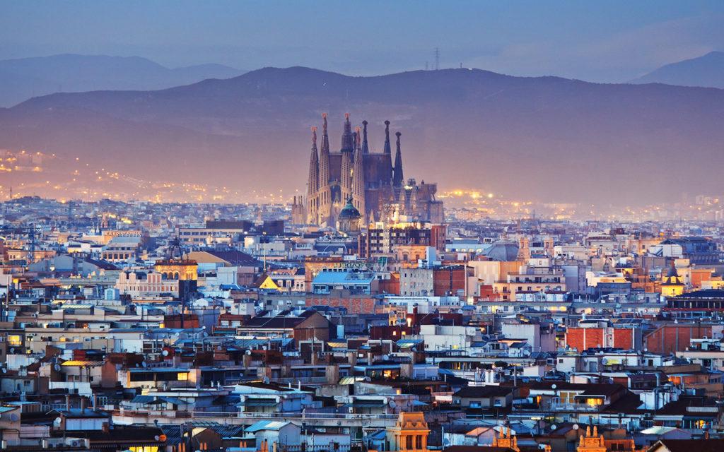 Smog, storico blocco del traffico a Barcellona: stop a 115.000 veicoli