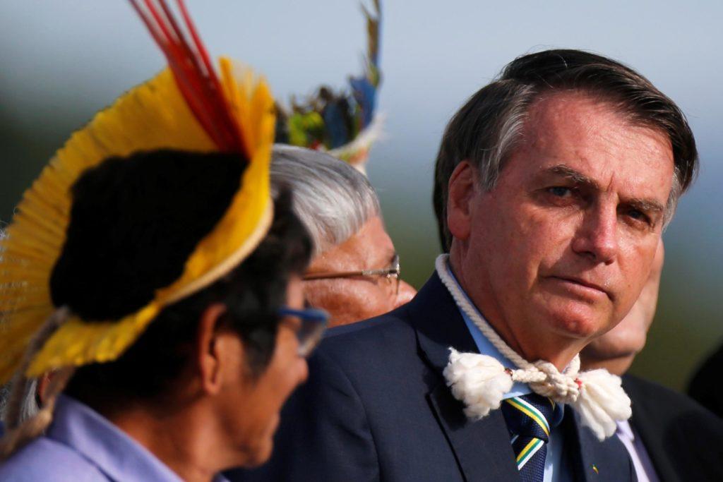 """Bolsonaro offre fondi agli indigeni. Raoni Metuktire: """"Non vogliamo miniere e dighe nella foresta pluviale"""""""