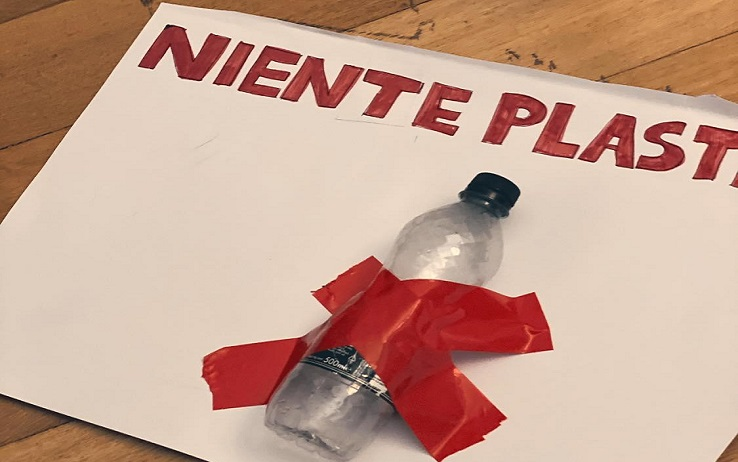 Enrico e Jamal come Greta, in piazza a Napoli per dire no alla plastica