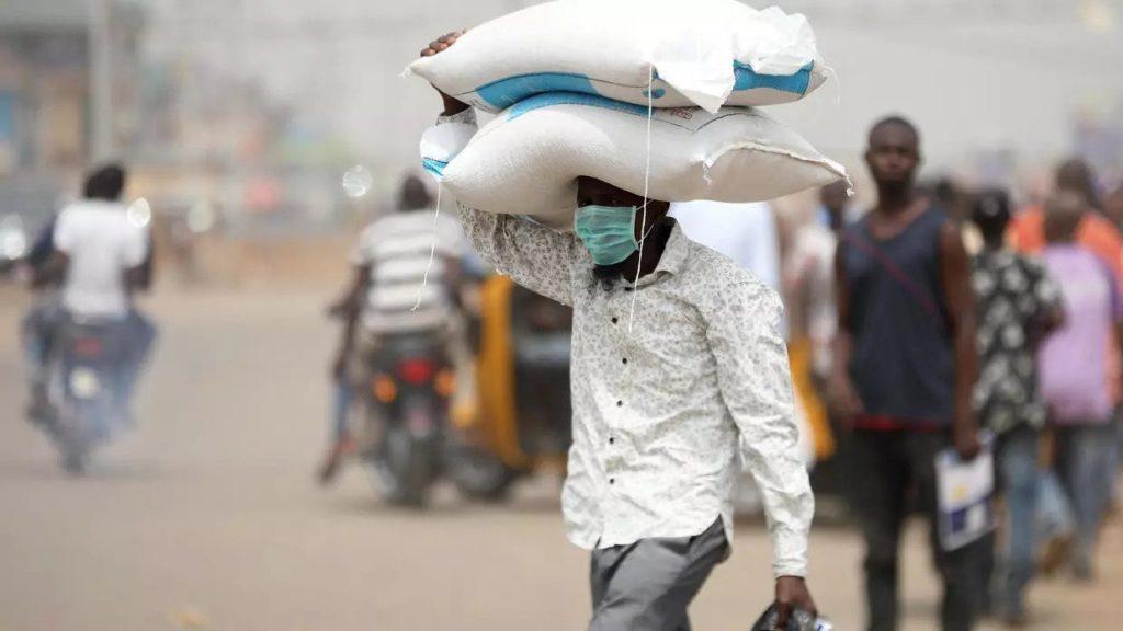 Coronavirus, Nigeria in quarantena ma gli abitanti temono più la fame che il virus