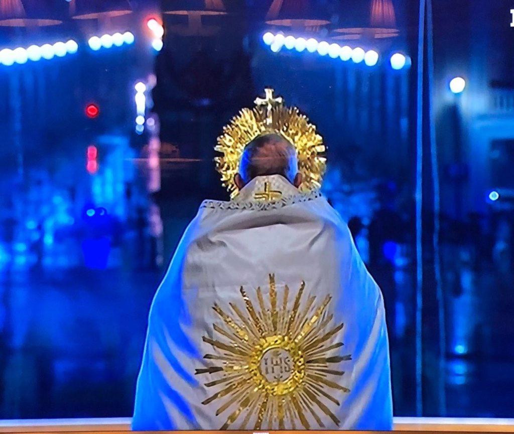 """L'appello di Papa Francesco: """"Signore, ci vogliamo fidare di Te"""""""