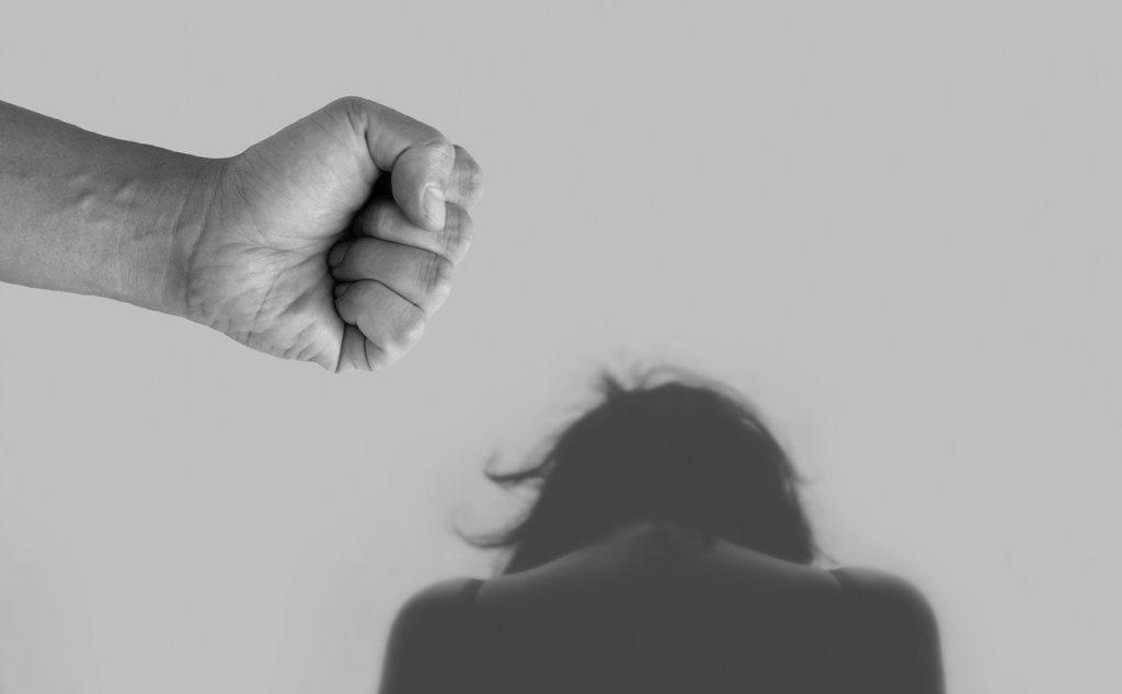 Coronavirus, aumenta la violenza domestica: ecco come possono chiedere aiuto le donne