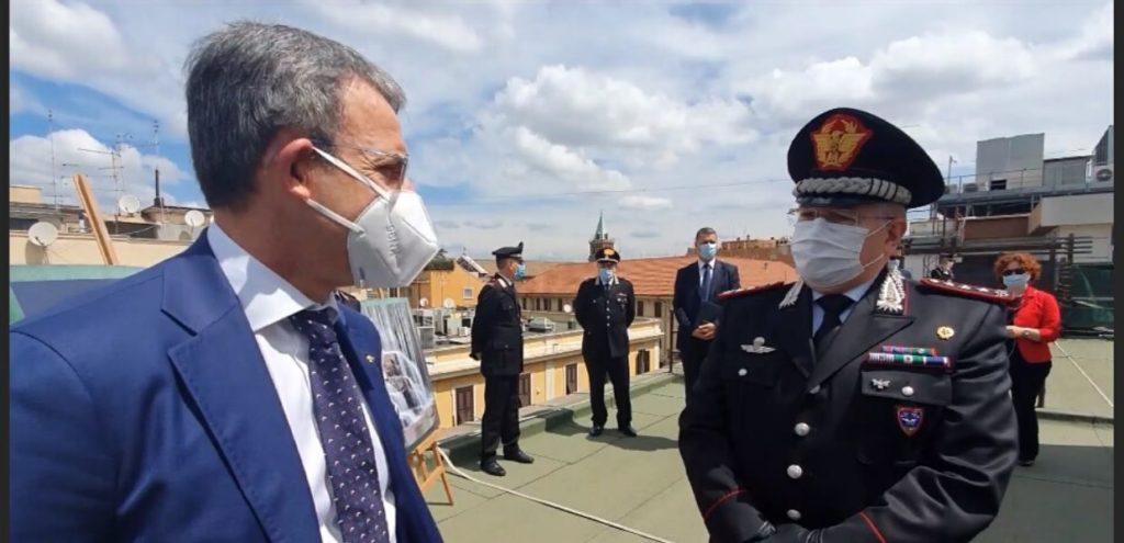 """Sergio Costa: """"una casa per le api su tutti i tetti degli edifici della PA"""""""