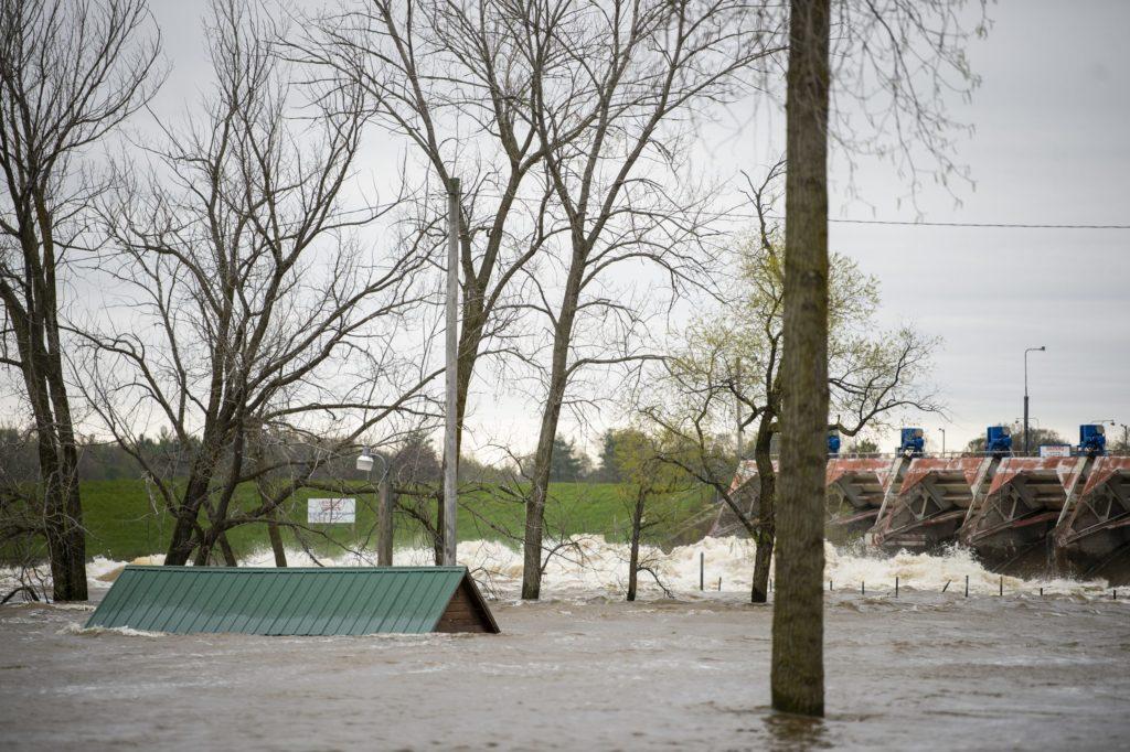 USA, collassano le dighe Edenville e Sanford: il Michigan dichiara lo stato d'emergenza