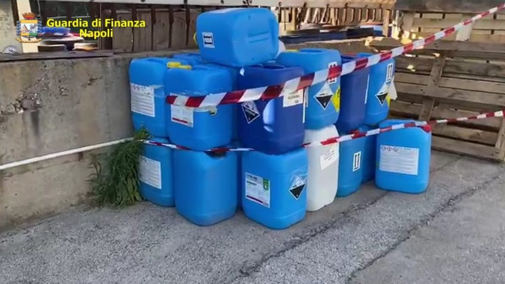 Coronavirus, in Campania sequestrata fabbrica che produceva falsi igienizzanti