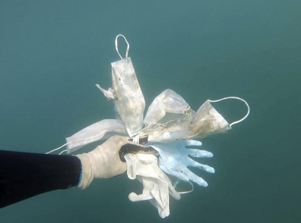 Coronavirus, guanti e mascherine sui fondali della Costa Azzurra in Francia