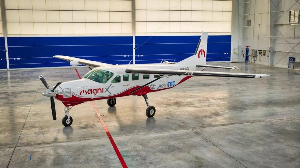 Tecnologia, il più grande aereo completamente elettrico è pronto a prendere il volo