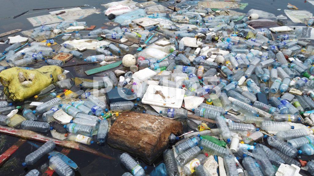 Plastica, migliorare la fornitura idrica nei paesi poveri potrebbe ridurre l'utilizzo delle bottiglie