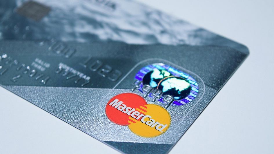 Mastercard, arriva la carta di credito eco-friendlty in plastica riciclata