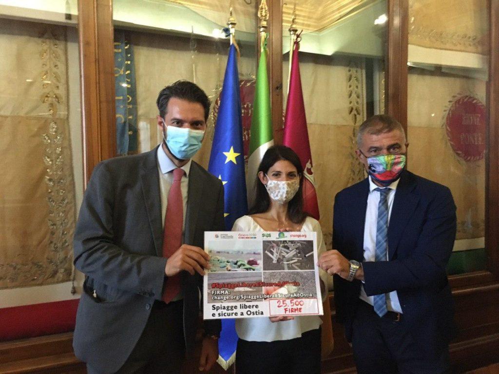 #SpiaggeLibereESicureAdOstia, consegnata alla sindaca di Roma 25.500 firme a sostegno della petizione