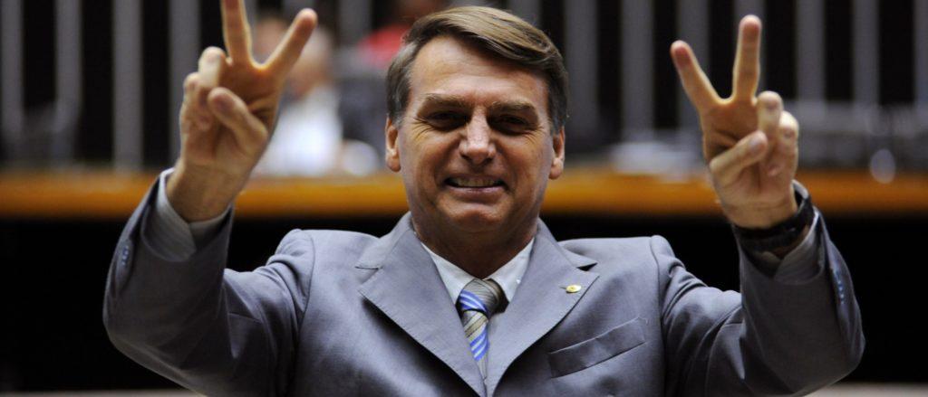 """Amazzonia, l'ultima di Bolsonaro: """"Il mondo dovrebbe ringraziarmi"""""""