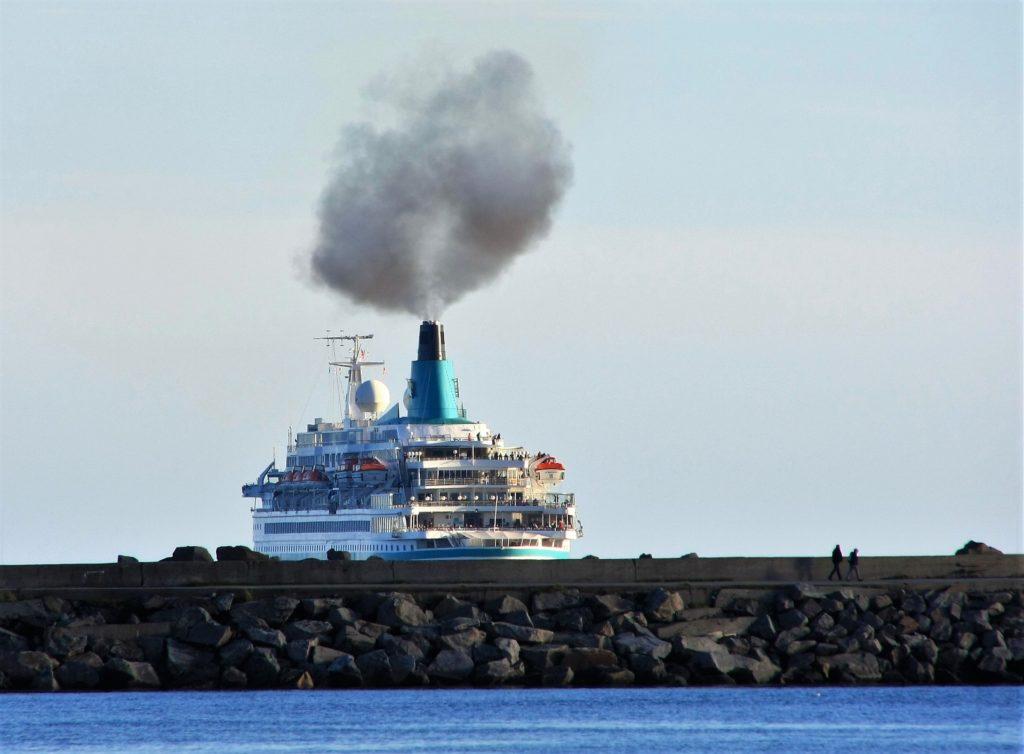 Inquinamento, da oggi in Europa le navi dovranno pagare le loro emissioni