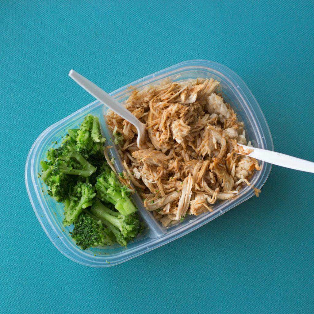 Covid-19, le scuole alla prova del servizio mensa. I rischi del lunch box