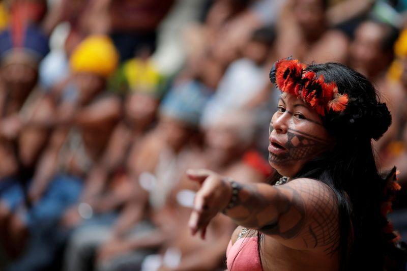 Alessandra Korap vince il premio per il suo lavoro a difesa dei diritti delle popolazioni indigene
