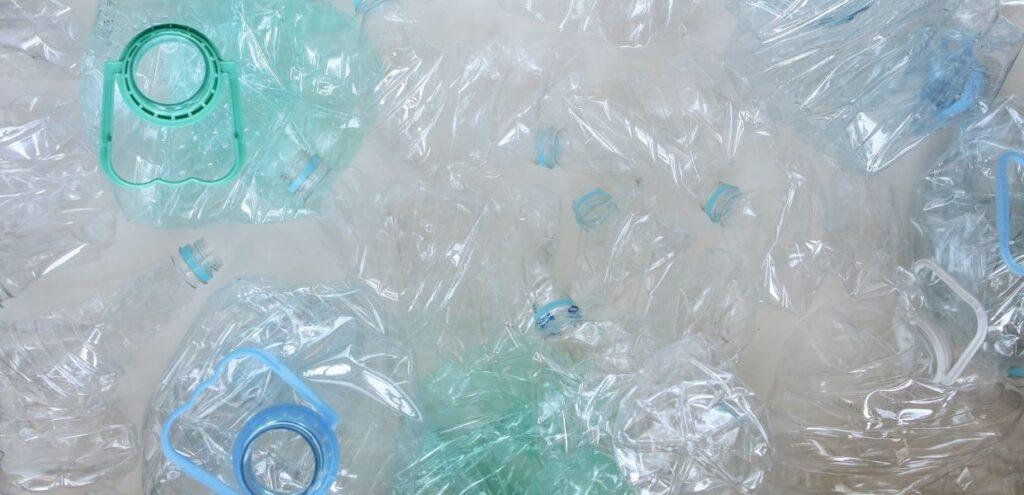 Decreto Agosto: via libera a bottiglie di plastica riciclata al 100%