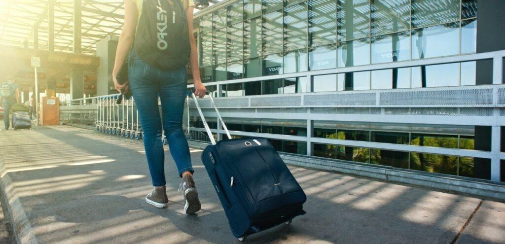 Covid-19, da Consiglio Ue ok a raccomandazione su restrizioni viaggi