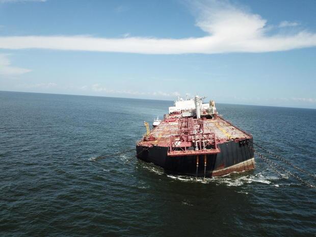 Venezuela, si teme un altro disastro ambientale: nave con 300 milioni di litri di petrolio rischia di ribaltarsi