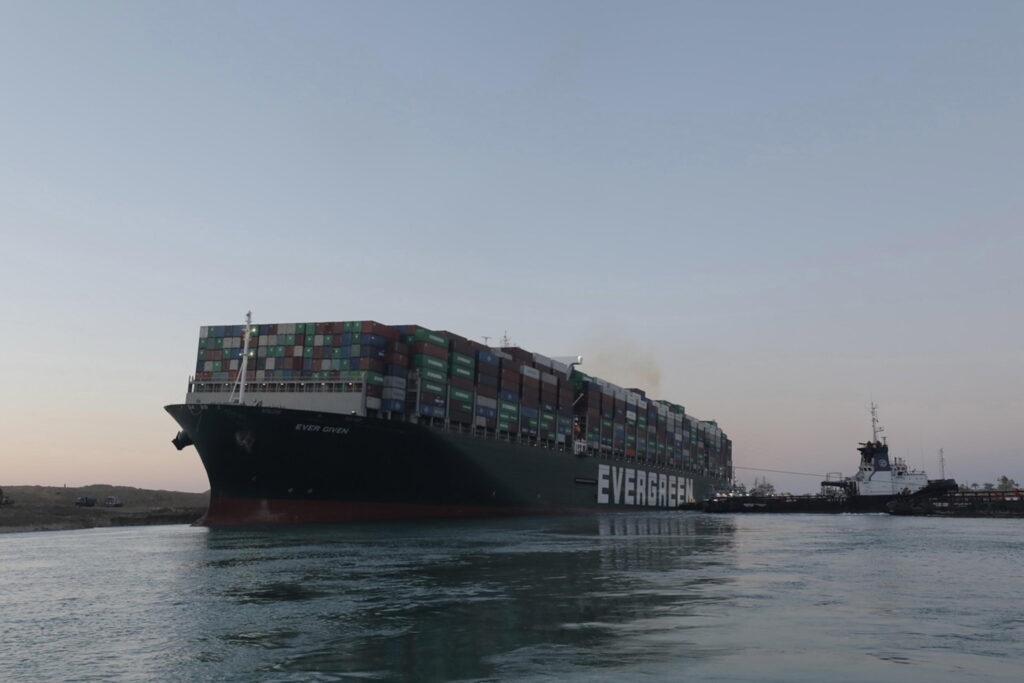 Inquinamento, il blocco del Canale di Suez ha causato un'impennata di emissioni nell'atmosfera