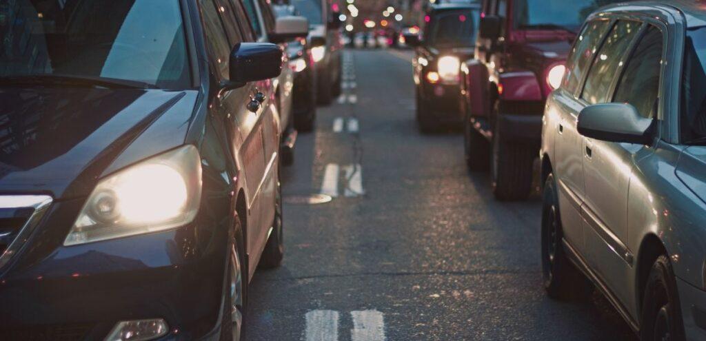 Nel 2035 il 50% delle auto sarà green, ma che fine faranno i 20 mln di auto stravecchie?