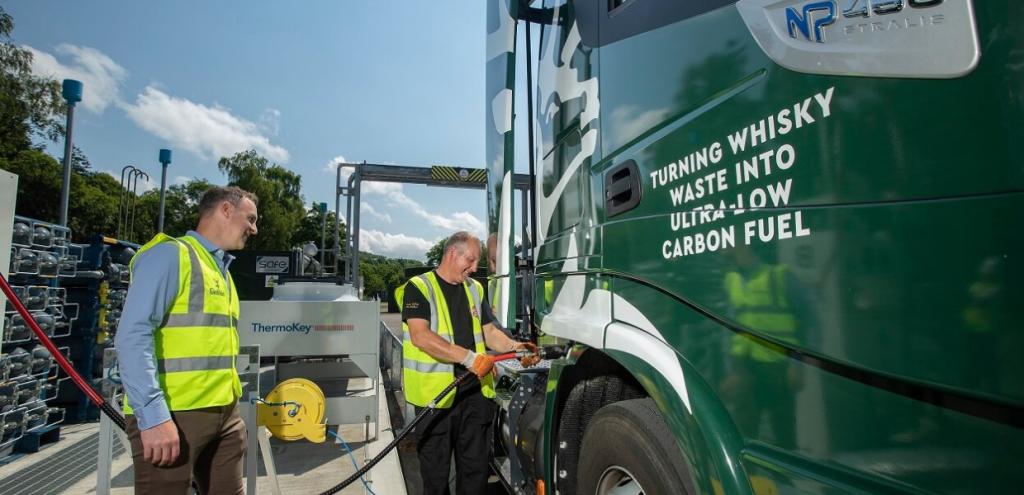 Ambiente, la nuova frontiera per ridurre le emissioni: camion alimentati con un pieno di whisky